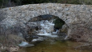 Le passadou: un des ponts qui enjambe le Rieutord sur son parcours.